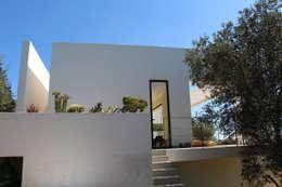 Villa Flo: Case in stile in stile Moderno di Antonio D'aprile Architetto