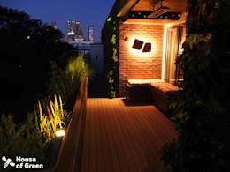 Terrace by night:  Terras door House of Green