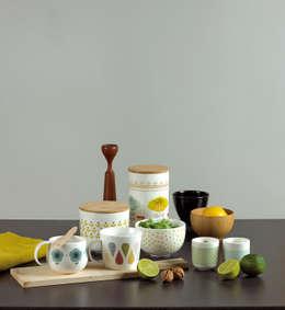 Collection Atomic Soda: Salle à manger de style de style Moderne par Matea