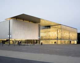Centre Culturel - Les Quinconces:  de style  par Architectes Babin Renaud