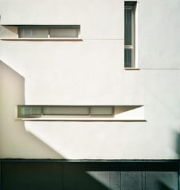 Maisons de style de style Moderne par Rocamora Arquitectura