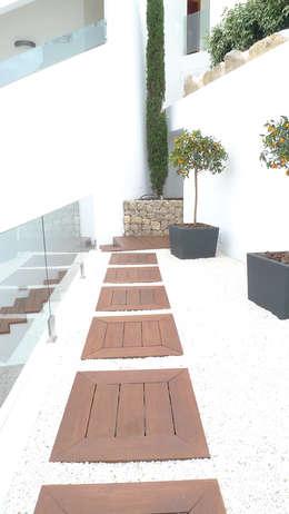 Balcones y terrazas de estilo moderno por Ivan Torres Architects