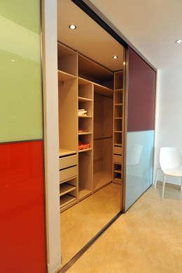 Vestidores y closets de estilo moderno por Ivan Torres Architects