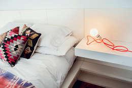 Creeper: Dormitorios de estilo minimalista por Mags Design