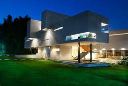 CASA BRIONES: Hogar de estilo  por RP Arquitectos
