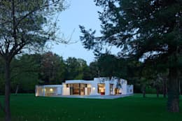 moderne Häuser von ATELIER D'ARCHITECTURE ET D'URBANISME MARTIAL