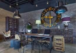Escritório e loja  por La Ksa by Organitec