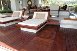 Tapiceria de colchonetas: Balcones y terrazas de estilo moderno por Arquiindeco