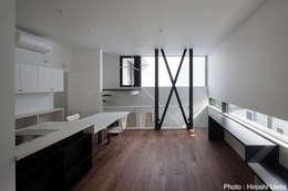 2階リビング: 石川淳建築設計事務所が手掛けたキッチンです。