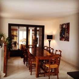 Villa méditerranéenne : Salle à manger de style de style Rustique par Adriana Art Déco