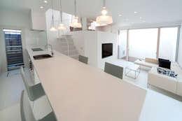 Projekty, nowoczesne Domy zaprojektowane przez LIC・山本建築設計事務所