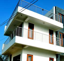 Hare Krishna Villa :   by Horizon Design Studio Pvt Ltd