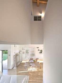 SMART House: Case in stile in stile Moderno di ARCStudio PERLINI