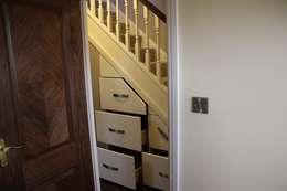 Vestíbulos, pasillos y escaleras de estilo  por Roberts 21st Century Design