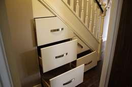 Прихожая, коридор и лестницы в . Автор – Roberts 21st Century Design