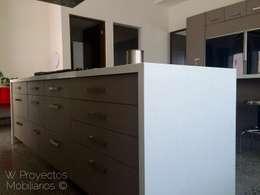 Isla Compac® Carrara: Cocina de estilo  por W Proyectos Mobiliarios