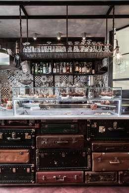 Oficinas y tiendas de estilo  por Angelo Sabella Architetto