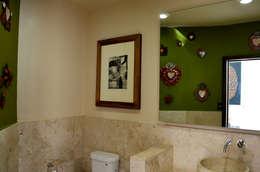 Rosaleda Decor, Mexico City 2013: Baños de estilo  por Erika Winters® Design
