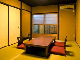 Salas de jantar clássicas por       古津真一 翔設計工房一級建築士事務所