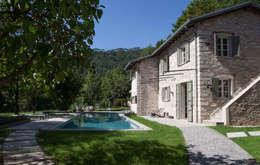 Piscinas rústicas por Architetto Silvia Giacobazzi