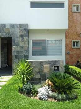 15 ideas sencillas para renovar la entrada de tu casa for Jardines para frentes de casas pequenas