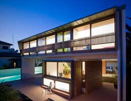 Casa in stile  di DUCH - PIZÁ ARQUITECTOS