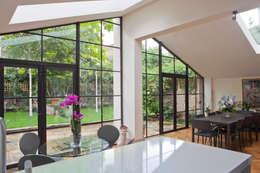 Projekty, nowoczesne Okna i drzwi zaprojektowane przez Architectural Bronze Ltd