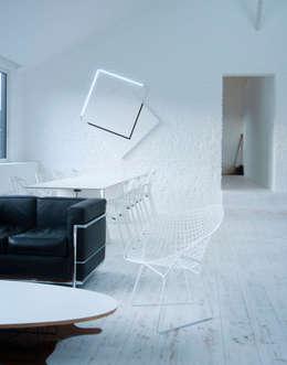 the white loft: Salle à manger de style de style Industriel par mayelle architecture intérieur design