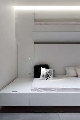 Habitation Privée Vieux-Lille: Chambre d'enfant de style de style Moderne par mayelle architecture intérieur design