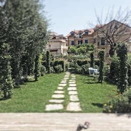 campagna in città: Giardino in stile in stile Classico di Studio S.O.A.P.