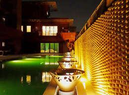 Riyadh House: Albercas de estilo moderno por arqflores / architect