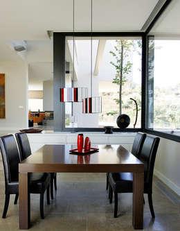 Hogar de estilo  por Otto Medem Arquitectura S.L