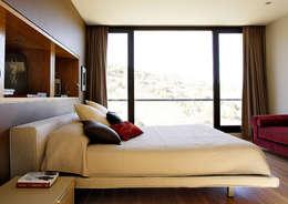 Dormitorios de estilo moderno por Otto Medem Arquitectura S.L