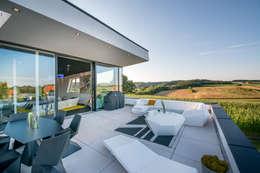 Terrasse de style  par FLOW.Architektur
