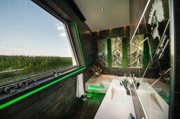 FLOW.Architektur: modern tarz Banyo