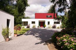 Projekty, nowoczesne Domy zaprojektowane przez MAX-Haus GmbH