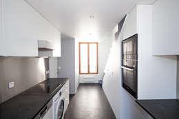 Duplex Lumineux: Cuisine de style de style Moderne par Solenne Brugiroux Architecte
