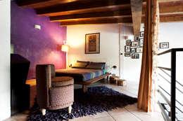LOFT: Camera da letto in stile in stile Eclettico di INTERNO B