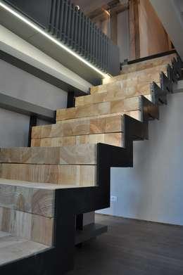 La scala in ferro: il centro della casa