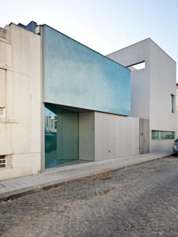 moderne Häuser von CORREIA/RAGAZZI ARQUITECTOS