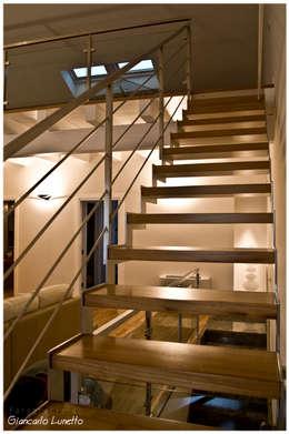 Vestíbulos, pasillos y escaleras de estilo  por Ignazio Buscio Architetto