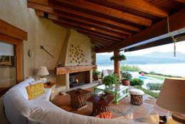 Casa del Lago: Terrazas de estilo  por LOGUER Design