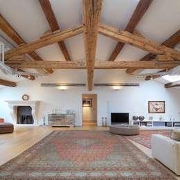 SALOTTO: Soggiorno in stile in stile Moderno di M A+D Menzo Architettura+Design