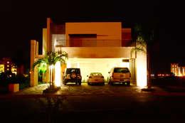 Casa Mazatlán: Casas de estilo moderno por 360arquitectura