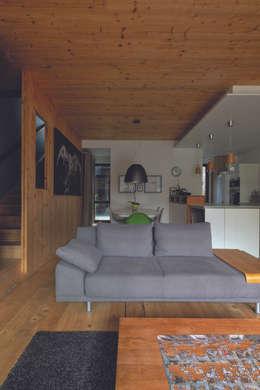 MAISON RUE SURSON:  de style  par ATELIER D'ARCHITECTURE BAOBAB