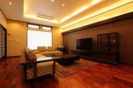modern Media room by やまぐち建築設計室