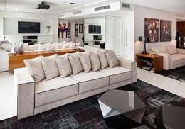 Salon de style de style Moderne par Link Interiores