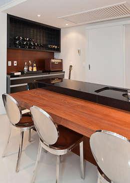 Projekty,  Kuchnia zaprojektowane przez Link Interiores
