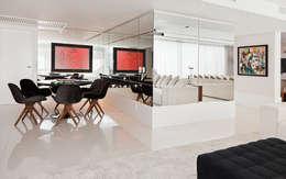 Cliente F: Salas de jantar modernas por RAUL PÊGAS ARQUITETOS ASSOCIADOS LTDA