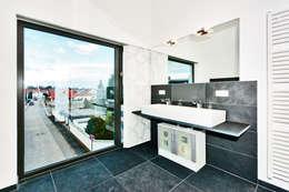 modern Bathroom by Helwig Haus und Raum Planungs GmbH